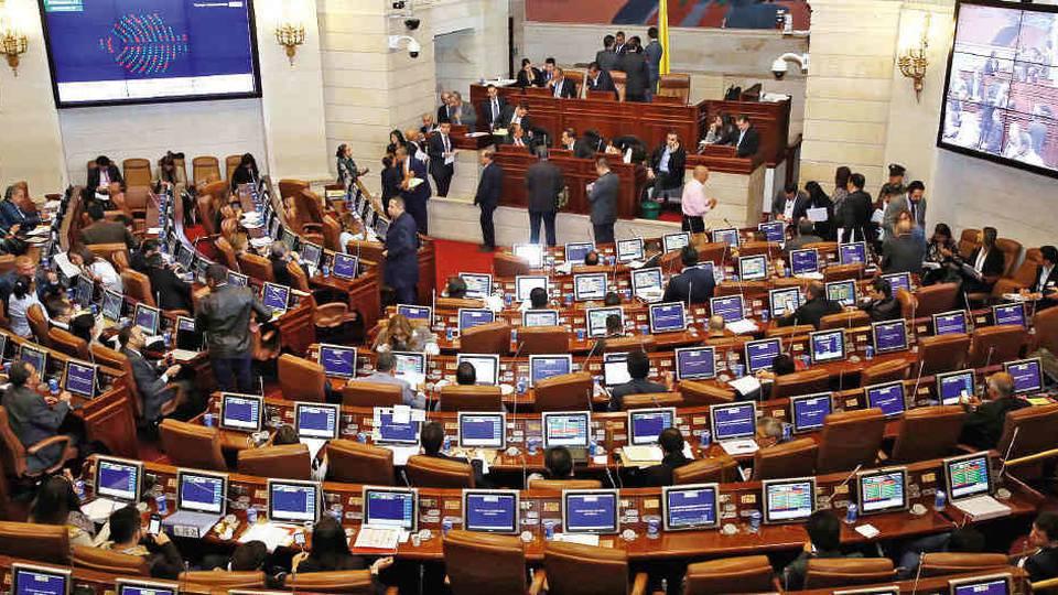 Angelo Cardona junto a 33 congresistas solicitan reorientar un billón